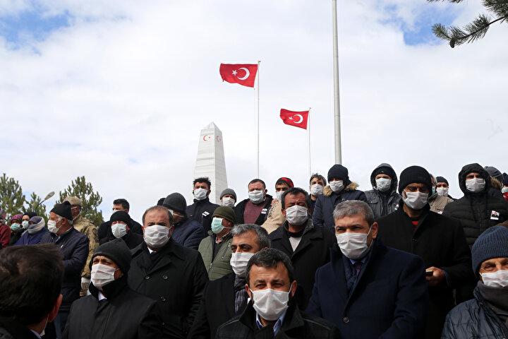 Bu arada, törene katılanlara yeni tip koronavirüs (Kovid-19) tedbirleri kapsamında maske ve eldiven dağıtıldı, insanların salgından kurtulması için dua edildi.