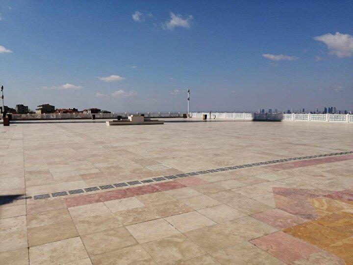 Camilerin girişleri cuma saatinde kapatıldı, avlu ve meydanlarında güvenlik önlemi alındı.