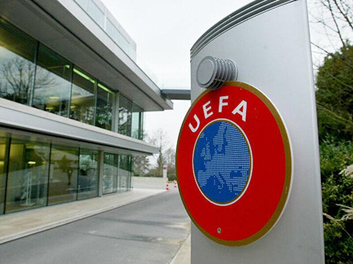 Bundan sonrası için hiçbir şey diyemeyiz. Allahın takdiri. Tedbirimizi alacağız. Nihat bey neden bu açıklamayı yapmadı dendi? Açıklama yapacak bir durum yok, 10 gün, 20 gün sonrasını göremiyoruz. Kulüpler Birliği toplantısında, birkaç günlük bir konferansla, Türkiyedeki teknik direktörlerin de olması gerektiğini, hatta takım kaptanlarının da olması gerektiğini düşünüyorum. UEFA zaten liglerin bitirilmesini istiyor. Önemli olan insan sağlığı. Bundan sonraki kararların, gün ve tarih belirlemeden, inşallah en kısa sürede ülkemiz atlatır.