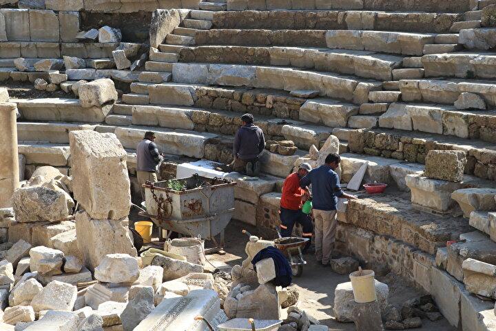 UNESCO Dünya Miras Geçici Listesinde yer alan, içinde İncilde adı geçen yedi kiliseden birinin bulunduğu Laodikya Antik Kentinde kazı ve restorasyon çalışmaları devam ediyor.