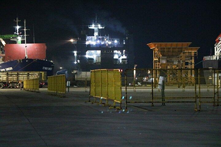 Vilnius isimli gemi, saat 01.30 sıralarında Karasu Limanı'na geldi.