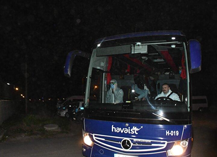 Türkiyede farklı şehirlerdeki üniversitelerde eğitim görürken ERASMUS programları kapsamında çeşitli ülkelere giden öğrenciler, uçakla İstanbula geldi.