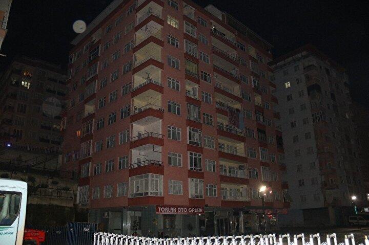 Ekipler can ve mal güvenliği açısından binanın tahliyesine karar verdi.