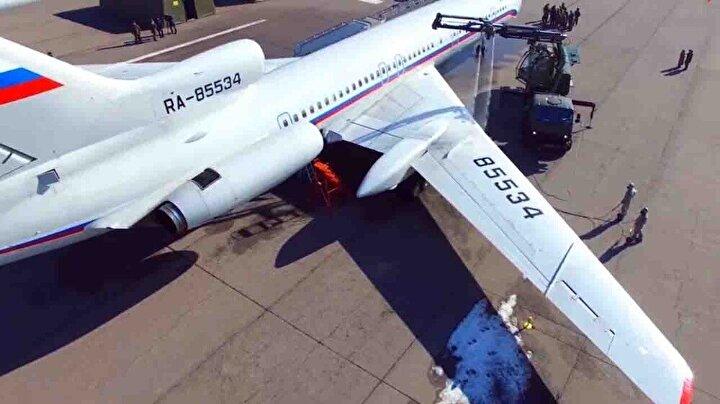 Rus ordusunun kullandığı silah ve araçların ilaçlanarak dezenfekte edildiği ifade edilirken, TU-154 tipi uçakta koronavirüs tatbikatı yapıldı.