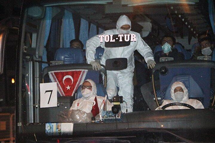 Yurt dışından uçakla İstanbula gelen yolcular, yeni tip koronavirüs (Kovid-19) tedbirleri kapsamında Boludaki yurda yerleştirildi.