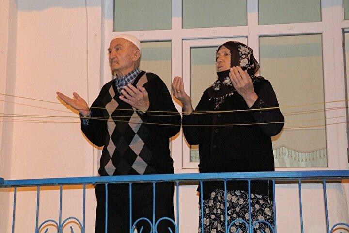 Diyanet İşleri Başkanı Ali Erbaş, yeni tip koronavirüs (Kovid-19) salgınının bir an önce son bulması için pazartesiden itibaren yatsı ezanından sonra camilerden dua edileceğini açıklamıştı.