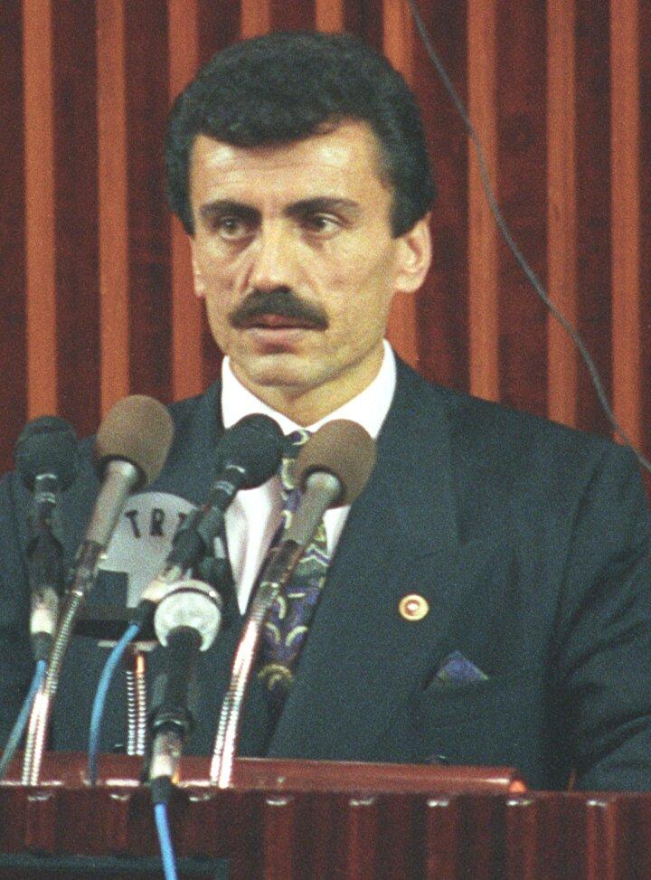 Muhsin Yazıcıoğlu 31 Aralık 1954te Sivasın Şarkışla ilçesi Elmalı köyünde hayata gözlerini açtı.