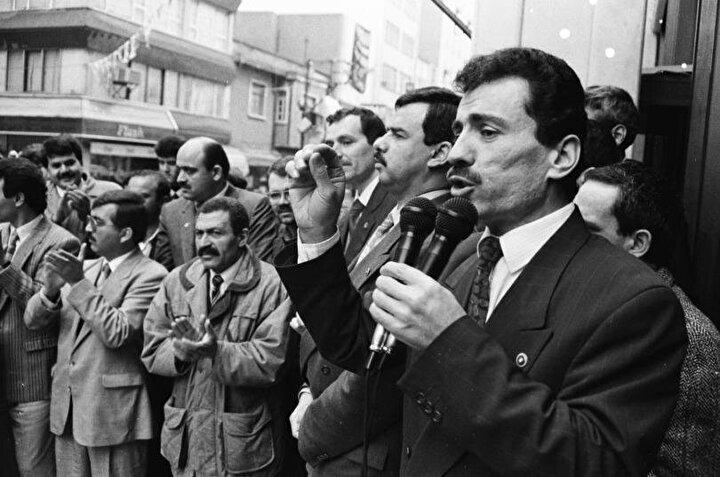 Yazıcıoğlu, 1980 askeri darbe öncesi dönemin Ülkü Ocakları Genel Başkanı olarak gençliğin sürüklendiği kaos ve kardeş kavgasını gören bir siyasi ferasetin de sahibiydi.1980 askeri darbesi, birçok kişi gibi Yazıcıoğlu için de dönüm noktası oldu.