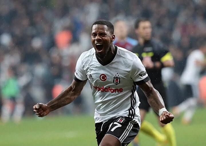 Ülkelerine gitmek isteyen futbolculardan biri de Beşiktaşın Hollandalı yıldızı Jeremain Lens.