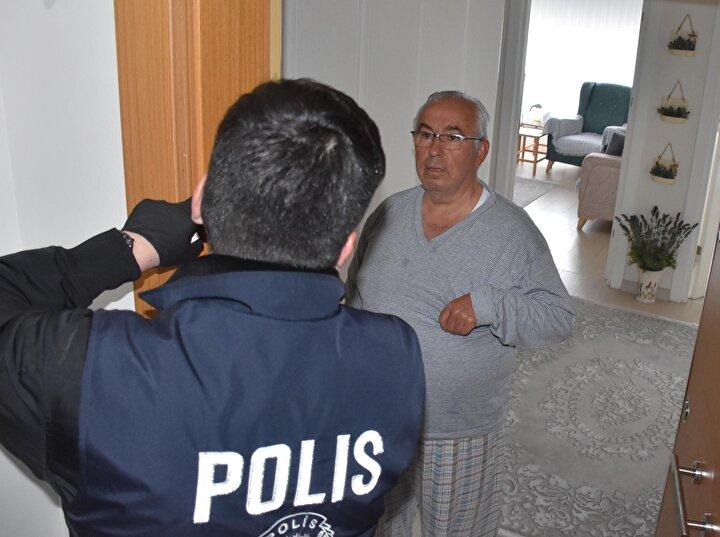 Yasağın ardından 65 yaş ve üzeri ile kronik rahatsızlıkları bulunan vatandaşların ihtiyaçlarının karşılanması için Vefa Sosyal Destek Grubu oluşturuldu. Polis, jandarma ve AFAD ekiplerinden oluşturulan grup, vatandaşların ihtiyaçlarını karşılamayı sürdürüyor.