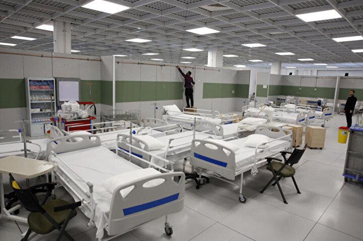 Yeni tip koronavirüs (Covid-19) salgınından 24 bin 811 vaka ile en çok etkilenen ülkelerden olan İran, başkent Tahrandaki dünyanın en büyük AVMsi olarak nitelendirilen Iran Mallı hastaneye çevirdi