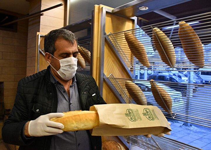 Tekirdağın Çorlu ve Ergene Fırıncılar Derneği Başkanı Haşim Yiğit, ambalajlı ekmek satışları için tüm önlemleri aldıklarını söyledi. Yiğit, Yeni uygulama koronavirüsü hijyenik bir şekilde atlatmamız için Türkiye genelinde bundan sonra bakkalda satılan ekmekler, bu şekilde kağıt veya poşet ambalajlarla gitmek zorunda. Şu anda alt yapısını buna göre oluşturmaya çalışıyoruz. Genel anlamda fırıncı arkadaşlarımızın işlerinde düşüşler söz konusu ama önemli olan vatan, memleket. İnsan sağlığı önemli iş kaybı önemli değil dedi