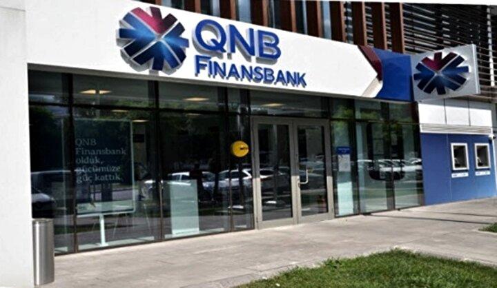 QNB Finansbank'tan yapılan açıklamaya göre, kredi kullanan bireysel ve tüzel müşteriler, ödeme sıkıntısı çekmeleri durumunda bankaya başvurarak kredi anapara, faiz ve komisyon ödemelerini 3 ay erteleyebilecek. Ayrıca, dönemsel olarak etkilenen sektörlerde faaliyet gösteren tüzel müşterilerden de nakit akış problemi yaşayanlara, 6 ay ile 1 yıl ödemesizdönem içerecek şekilde yapılandırma imkanı sağlanacak. Kredilerinde erteleme talep eden müşteriler çağrı merkezi üzerinden başvuru yapabilecek