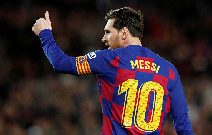 İspanyadaki durumun ağırlaşması sonrasında Barcelonanın yıldız futbolcusu Lionel Messi, koronavirüs salgınıyla mücadele eden hastanelere 1M€ bağış yaptı.