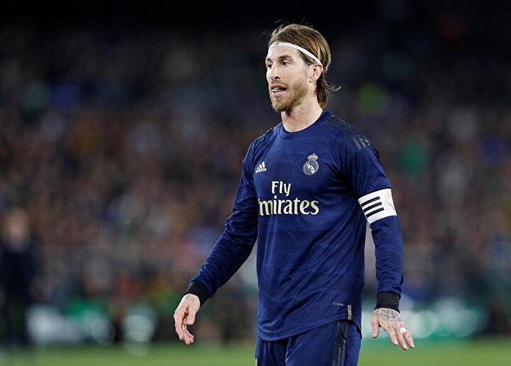 Real Madridin kaptanı Sergio Ramos, ise yeni tip koronavirüse karşı mücadele için sağlık ekipmanı bağışında bulunduğunu belirtti. İspanyol oyuncu, sosyal medya hesabından yaptığı açıklamada, ülkesine 264 bin 571 maske, 15 bin test ve 1000 koruyucu ekipman bağışladığını duyurdu.