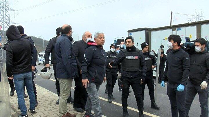 Çevik kuvvet ekipleri Baklacı Mezarlığı girişinde beklemeye başladı.