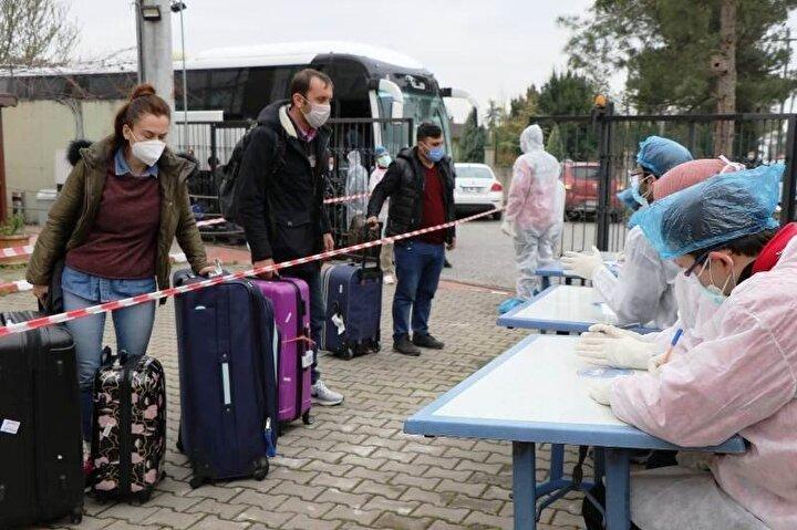 Özbekistan'dan uçak ile İstanbul Havaalanı'na getirilen 232 kişilik kafilede havaalanındaki kontrollerinin ardından Sakarya'nın Hendek ilçesinde bulunan Kredi Yurtlar Kurumuna ait Abdurrahman Gürses Yurduna 7 otobüs ile getirildi. Otobüslerden tek tek geniş güvenlik önlemleri altında indirilen vatandaşlar, tekrardan sağlık kontrollerinden geçirildikten sonra ayrı ayrı odalara yerleştirildi.