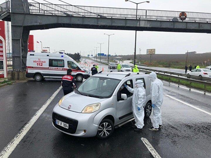 İçişleri Bakanlığının genelgesi doğrultusunda alınan koronavirüs önlemleri kapsamında polis ekipleri, İstanbulun çeşitli noktalarındaki giriş ve çıkış noktalarında denetimlere başladı.