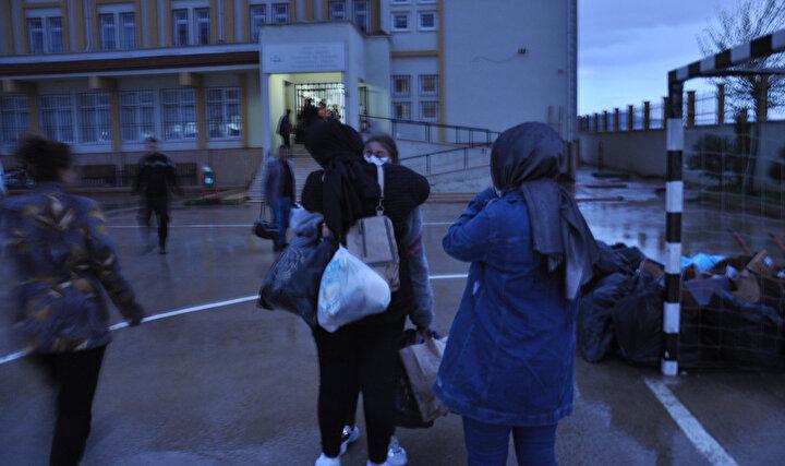 Bölgeden ayrılan gruptakiler vatandaşlara Evde kal mesajı verdi.