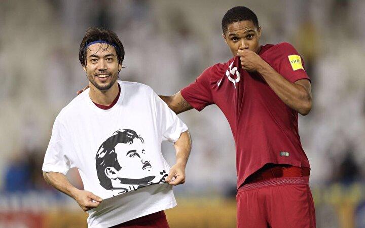 Katar Milli Takımı, 2018 Dünya Kupası Asya Elemeleri'nde Güney Kore ile karşılaşmış futbolcular da son dönemde yaşanan siyasi gelişmelere tepkisiz kalmayarak Emir Şeyh Tamim bin Hamad Al Tani'ye destek olmuştu. O gün kadroda olan ve bir de asist yapan Rodrigo Tabata Katar vatandaşlığında payı olan emire desteğini göstermişti.