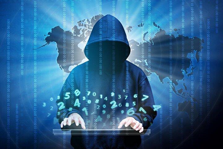 2013'te dolandırıcılar genellikle bir CEO'nun ve CFO'nun e-posta hesabını hackleyip kendilerine yasa dışı para transferi yapıyorlardı. Yıllar içinde stratejiler gelişerek kişisel veya personel e-postalarının gizliliğinin ihlalini ve avukatların e-posta hesaplarının takibini de içermeye başladı.