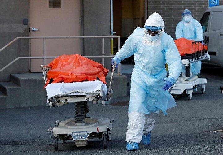 Brooklyn Hastanesinde de ölümlerin daha da artması nedeniyle konteyner morg kuruldu.