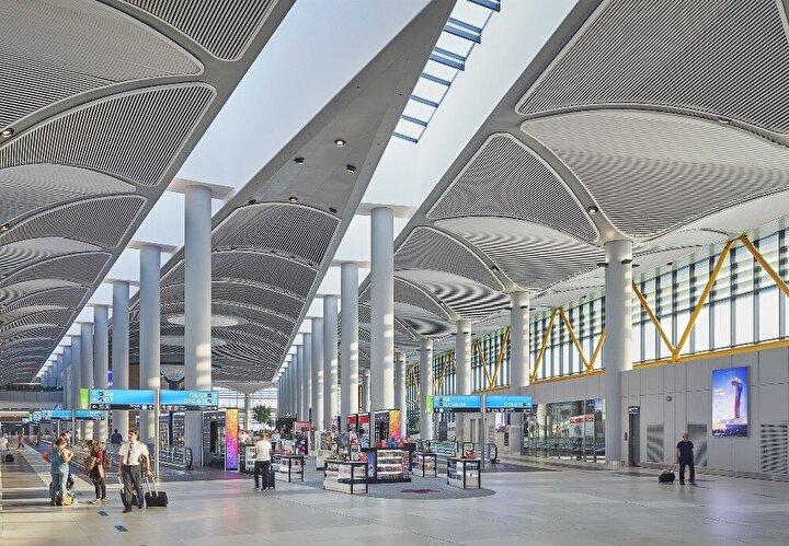 Havalimanındaki reklam alanları ile Türkiye, outdoor (OOH/ Out-of-home) reklam pazarının yaklaşık yüzde 15'ini yönettiklerini belirten Samsunlu, şunları kaydetti: