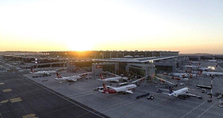 Samsunlu, 6 Nisan 2019 tarihinde tam kapasiteyle operasyon sürecine başladığımız İstanbul Havalimanı'nda, ilk işletme yılı içerisinde DHMİ tarafından garanti edilen 233,1 milyon avroluk Dış Hat Yolcu Gelirinin aşılması sonucu İGA tarafından devlete 22,4 milyon avro tutarında ek ödeme gerçekleştirdik. Devletin hiçbir kaynağını kullanmadan ilk yılımızı tamamlamış olduğumuz bu kısa süre zarfında önemli başarılara imza atarak uluslararası havacılık camiasının odağı haline geldik. ifadelerini kullandı.