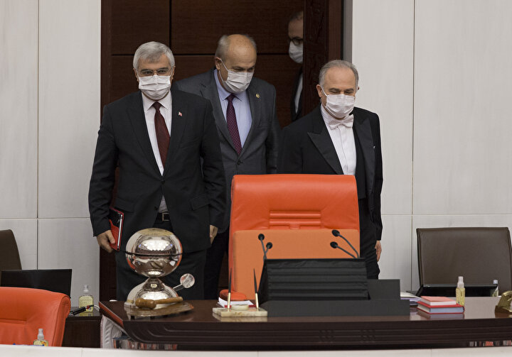 Türkiye Büyük Millet Meclisi Genel Kurulu oturumuna milletvekilleri, maske ile katıldılar.