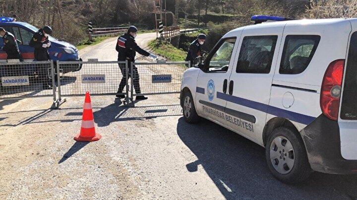 Karar doğrultusunda köyün tüm giriş ve çıkışları jandarma ekipleri tarafından bariyerlerle kapatılarak kontrol altına alındı.