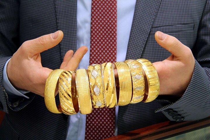 Reuters'ın bu ay 37 analist ve işlemci arasında yaptığı anket, altın fiyatları için medyan (ortanca) tahminin 2020'de ortalama 1639 dolar ve 2021'de 1655 dolar olduğunu gösterdi.