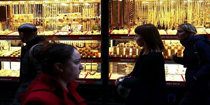Merkez bankalarının gevşeme adımları tahvil (borç senedi) getirilerini aşağı çekerken, diğer varlıkların değerini düşürerek enflasyon endişesini artırıyor ve böylece altını daha cazip hale getiriyor.