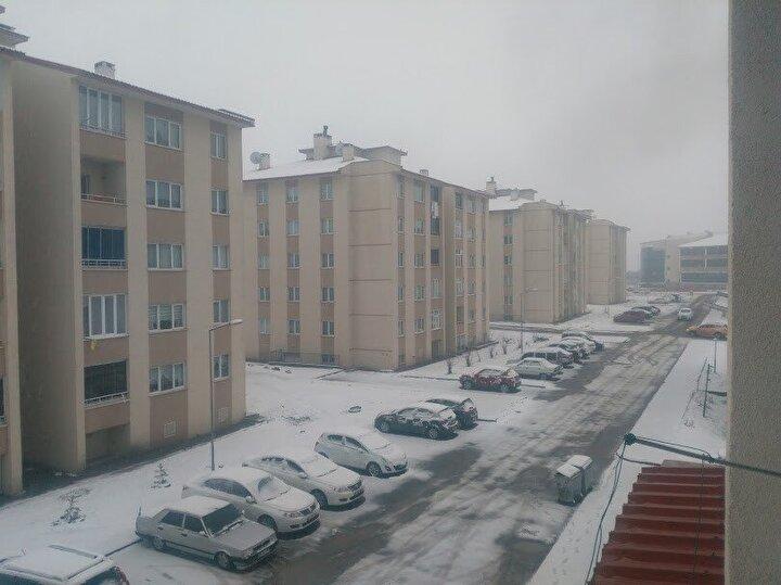 Ardahan'ın Göle ilçesinde vatandaşlar kar sürprizi ile karşılaştı