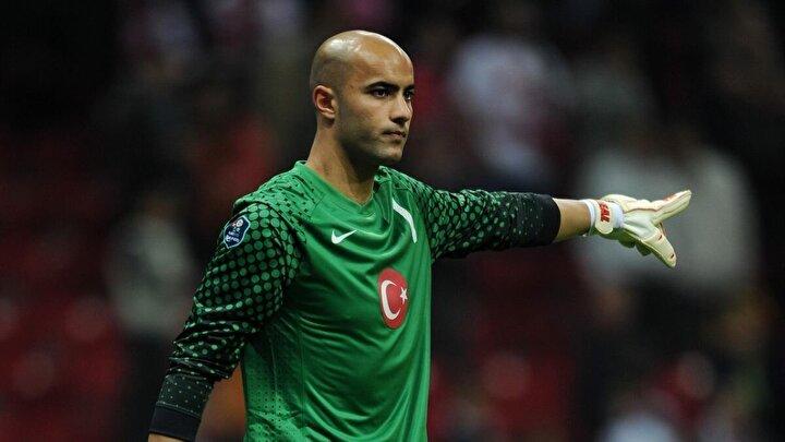 Sinan Bolat, özellikle Lucescu zamanında milli takımda forma şansı bulmuş ve forma giydiği karşılaşmalarda beğeni toplamıştı.