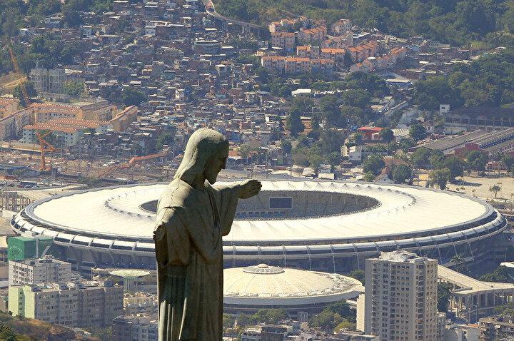 Brezilya'nın Rio De Janeiro kentinde bulunan dünyaca ünlü Maracana Stadyumu korona virüs salgını nedeni ile hastaneye dönüştürülüyor.