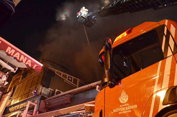 Yangın esnasında bina içerisinde çökmeler meydana geldi.