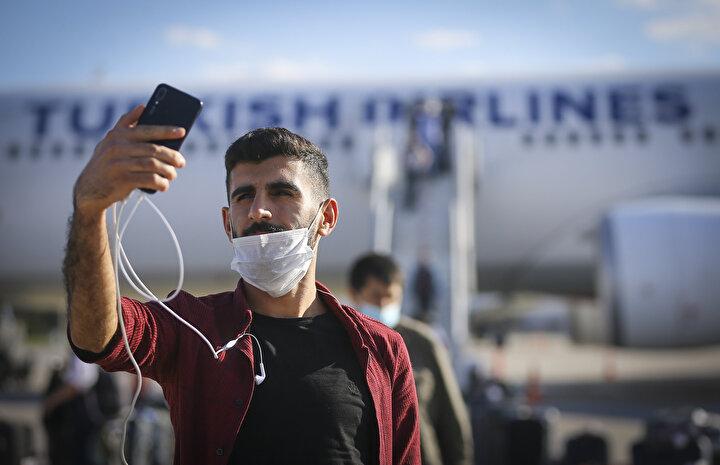 Cumhurbaşkanı Recep Tayyip Erdoğanın talimatı, Cumhurbaşkanı Yardımcısı Fuat Oktayın koordinasyonu ve Dışişleri Bakanlığının çalışmasıyla başlatılan tahliye operasyonu kapsamında, Kuveytten Türk vatandaşlarını getiren THY uçağı, Esenboğa Havalimanına indi.