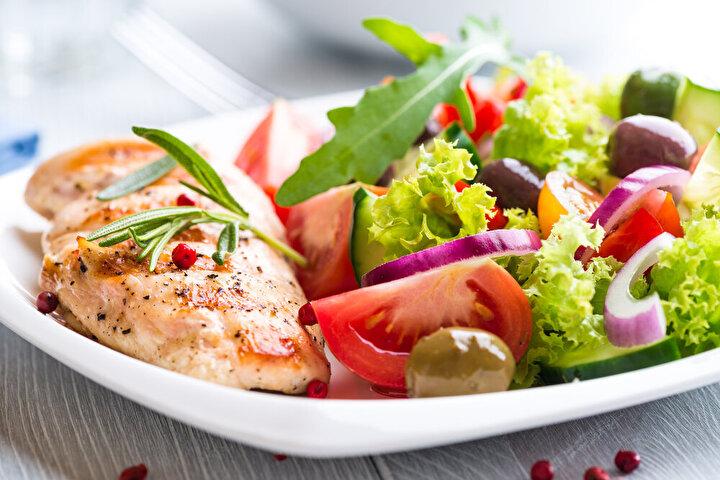 •Normal iş günü takvimi mümkün olduğunca korunmalı; eğer iş normalde sabah 8-10 arasında başlıyorsa ve öğle yemeği 12-14 arasında bir yerdeyse, bu programı sürdürmeye çalışın. Rutinler iyi.