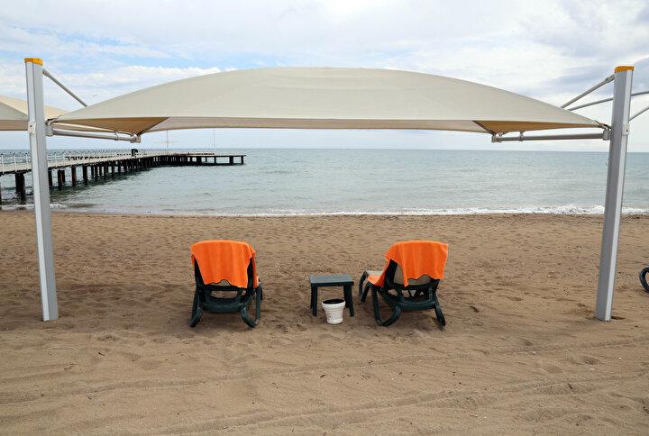 Kültür ve Turizm Bakanı Mehmet Nuri Ersoy, koronavirüs pandemisindeki normalleşme süreci kapsamında, otellerin haziran ayından itibaren açılacağını duyurdu. Turizm sektörü, koronavirüs tedbirlerine uygun tatil modeline ilişkin hazırlıklarını tamamladı.