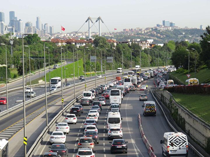 İstanbulda boğaz köprülerinde trafik yoğunluğu