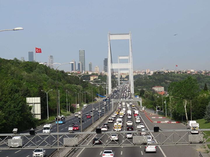 Trafik zaman zaman durma noktasına gelirken, İstanbul Büyükşehir Belediyesi Trafik Yoğunluğu Haritasında trafik yoğunluğu 08..55 itibariyle yüzde 24 olarak görüldü.