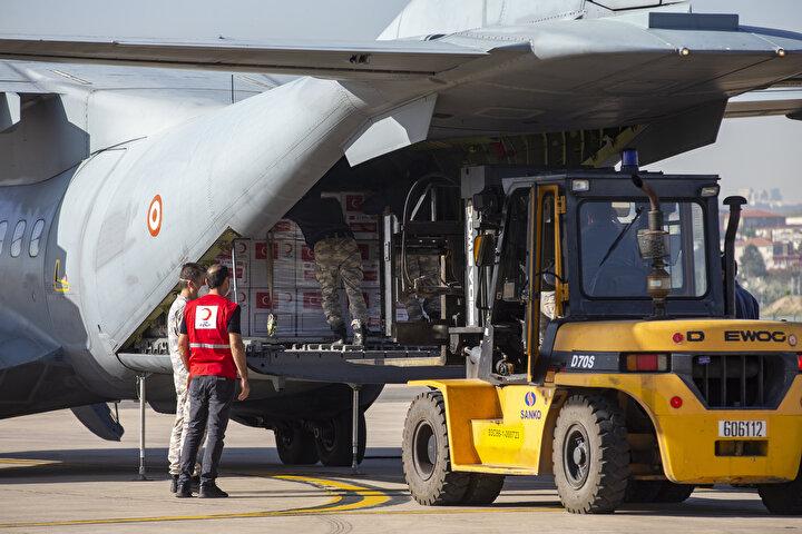 Türkiyenin, Kovid-19 salgınından etkilenen ülkelere tıbbi malzeme yardımları devam ediyor.