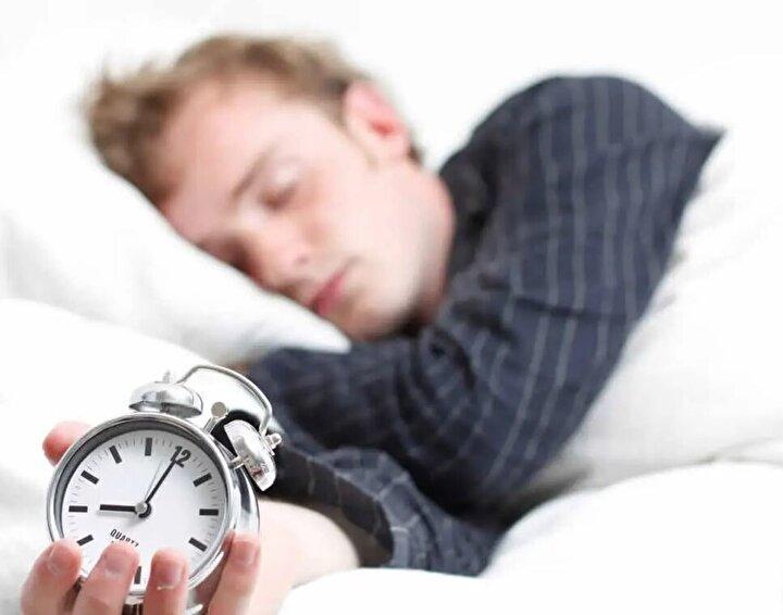 20- Okul çağındaki çocuklar (6-13y) 9-11 saat, gençler (14-17y) 8-10 saat, daha genç yetişkinler (18-25y), yetişkinler (26-64y) 7-9 saat, daha yaşlı yetişkinlerin (65+) uyku süresi 7-8 saat olarak belirlenmiştir.