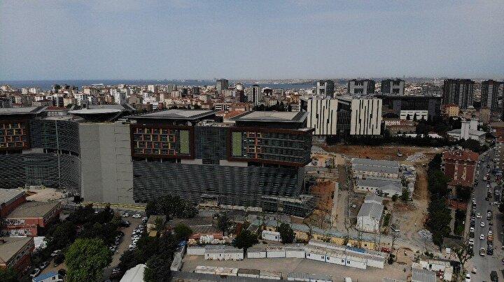 Cumhurbaşkanı Recep Tayyip Erdoğan, Sağlık Bakanlığı'nın İstanbul'daki en büyük yatırımlarından biri olan Göztepe Şehir Hastanesi'nin önümüzdeki Eylül ayında açılacağını duyurdu.