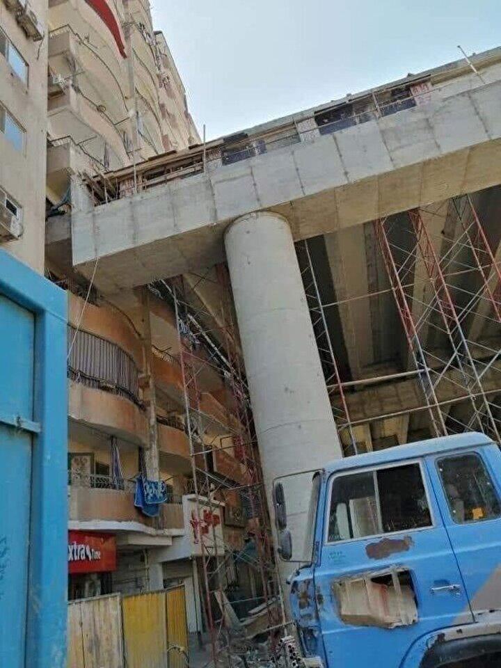 Bağlantı yolunun apartmanların bulunduğu semtlere gelmesiyle köprü, bazı apartmanların balkonlarına dayanırken bazı dairelerin de pencereleri kapandı.