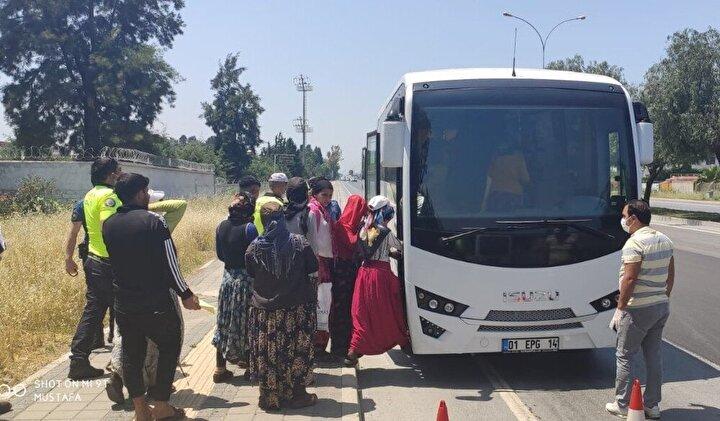 Polis daha sonrada midibüs çağırarak vatandaşların sosyal mesafe kurallarına uyarak evlerine gitmesini sağladı.
