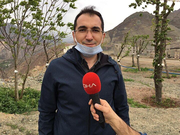 Yusufeli Kaymakamı Ömer Faruk Özdemir, yeni yerleşim yerinde çalışmaların aralıksız devam ettiğini belirterek ağaçların korunması için de çalışmalar yapıldığını söyledi.