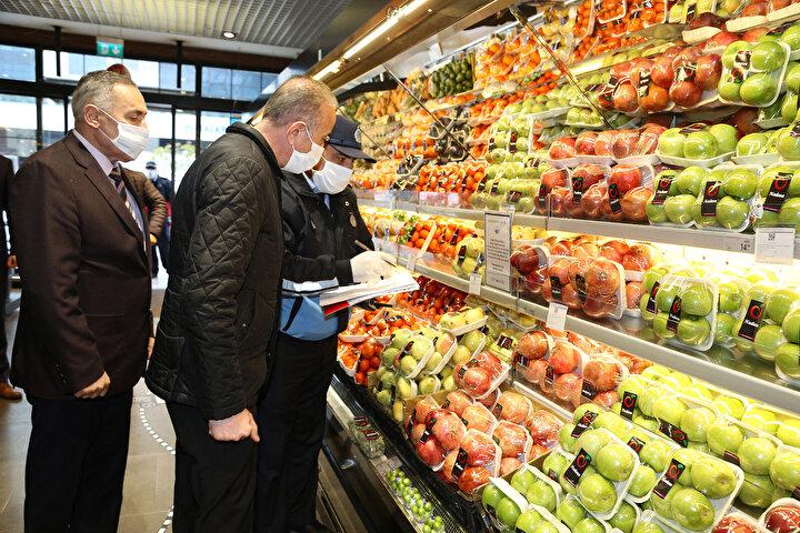 İş yerlerine girişte müşteriler, alkol bazlı el antiseptiği veya kolonya kullanacak. Müşteriler, iş yeri içinde gıdalara dokunamayacak, bütün ürünler çalışan personel tarafından paketlenecek ve müşteriye verilecek. Müşterilerin iş yeri içinde mümkün olduğu kadar kısa süre kalması sağlanacak.