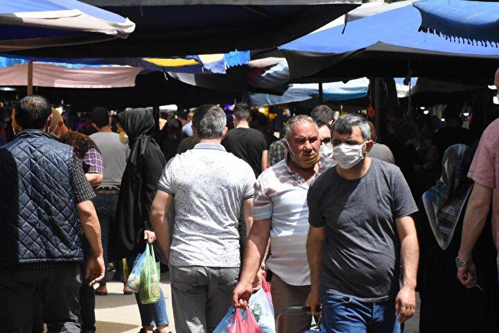 Pazarı ve Tuzpazarında yoğunluk yaşandı. Vatandaşların sosyal mesafe kuralına uymadığı gözlendi.