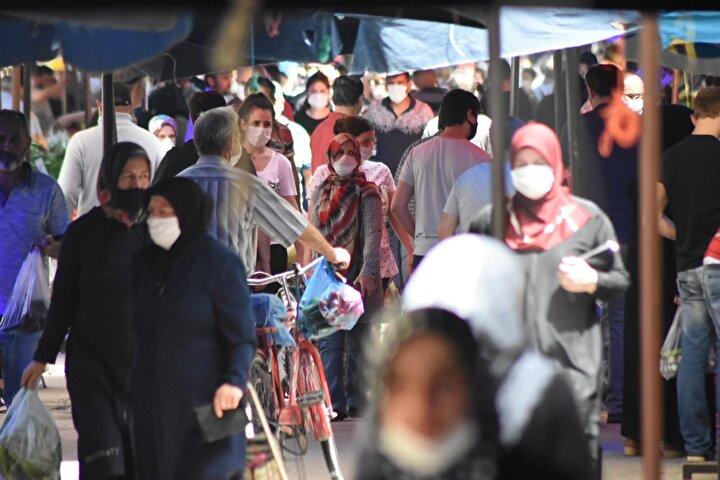 Maskesiz gelenler ise, polis ve zabıta ekipleri tarafından uyarıldı.